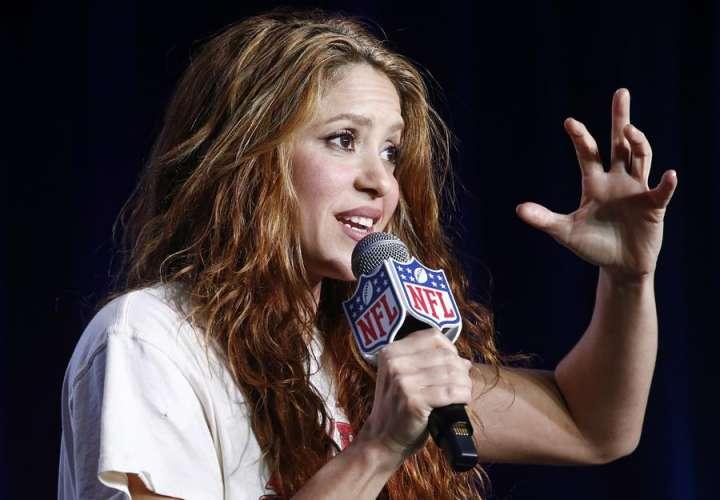"Shakira se convierte en una ""skater"" para ""Girl Like Me"" con Black Eyed Peas"