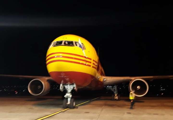 El vuelo D51, de la compañía DHL, procedente de Panamá, aterrizó a las 12:26 al aeropuerto Internacional de Tocumen. Foto: Landro Ortiz