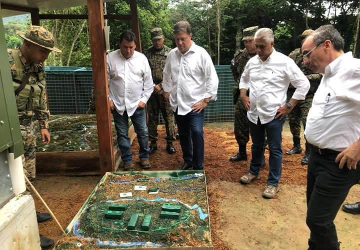Varela agradece a miembros del Senafront y armada colombiana por su trabajo