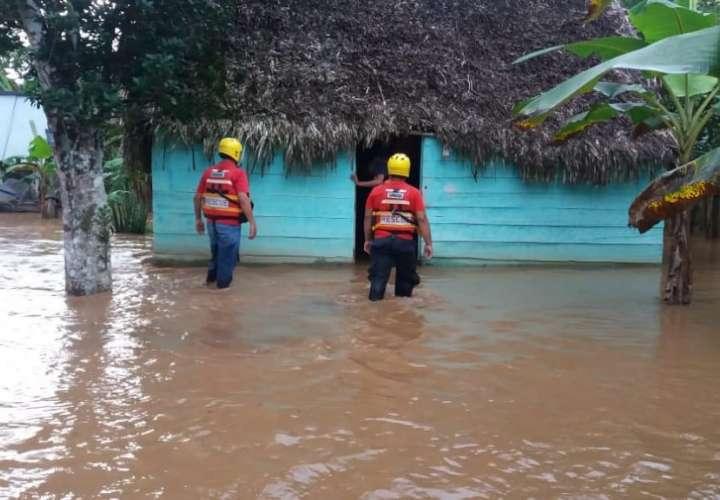 Dos casas afectadas por desborde del río Cacao en Tonosí