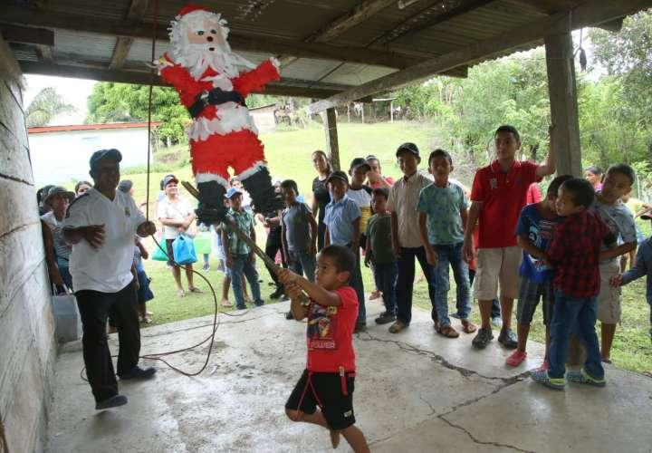 Policía Nacional lleva regalos y celebra los Reyes Magos en Chepo