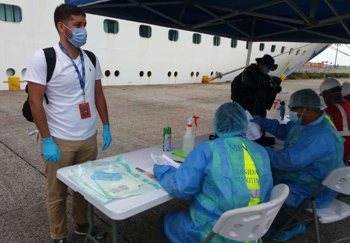 Llegan más marinos panameños repatriados
