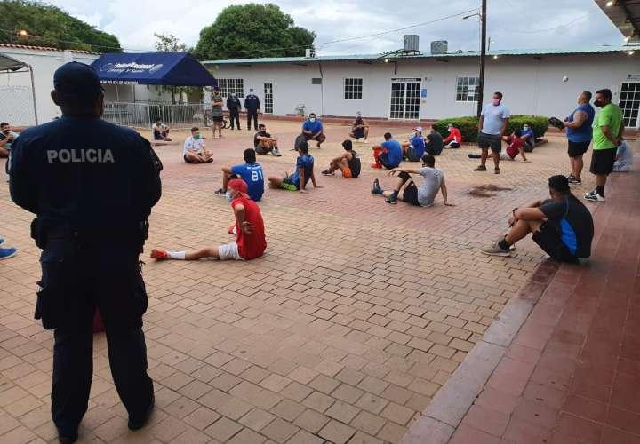 42 personas son aprehendidas en un cuadro de béisbol en Chitré