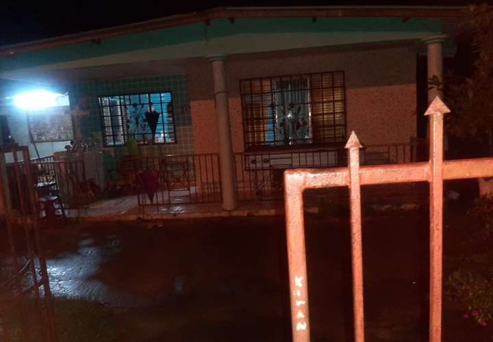 Familiares realizaron levantamiento y sepelio de un paciente que murió de Covid