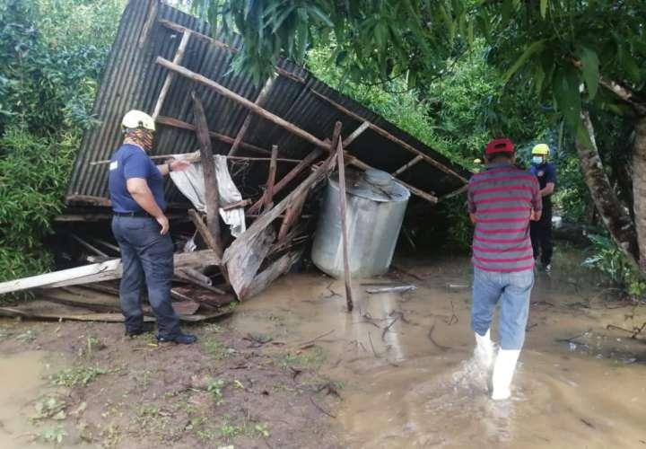 27 casas afectadas por inundaciones en Tonosí