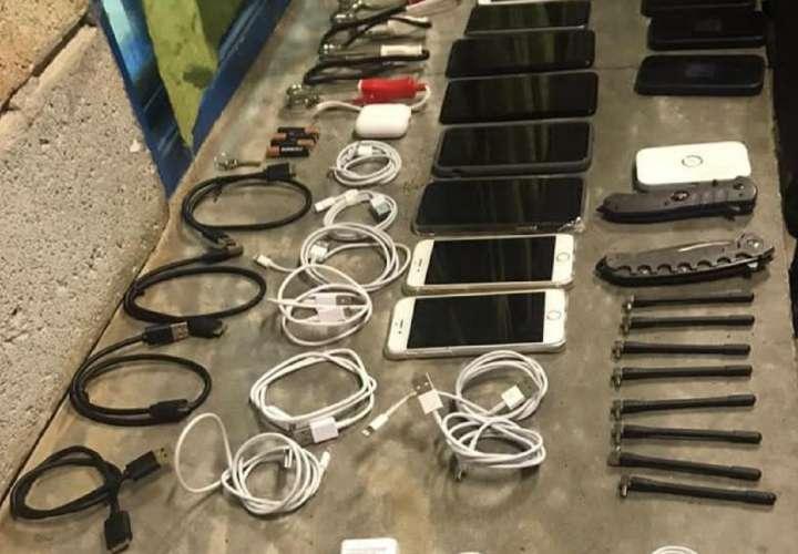 Policía intentó meter cuchillos y celulares en cárcel y lo agarran infraganti
