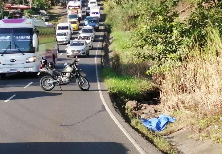 Hallan cadáver en una cuneta en la avenida Libertador, La Chorrera