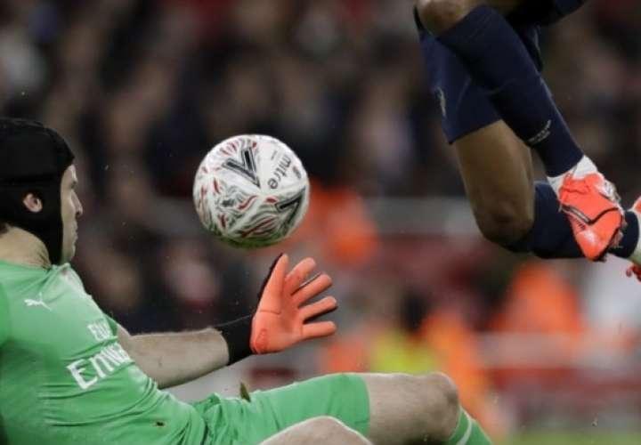 FIFA quiere permitir cinco cambios durante partidos acumulados