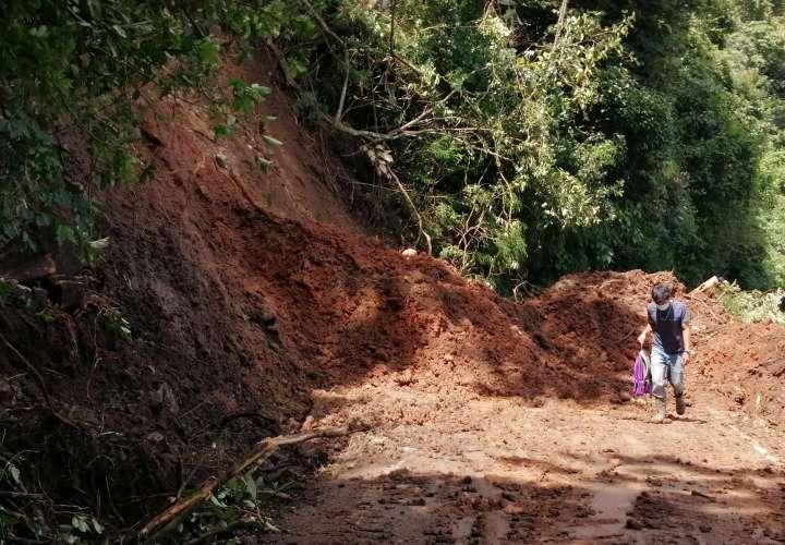 Fuertes lluvia provocan derrumbes en Panamá Oeste