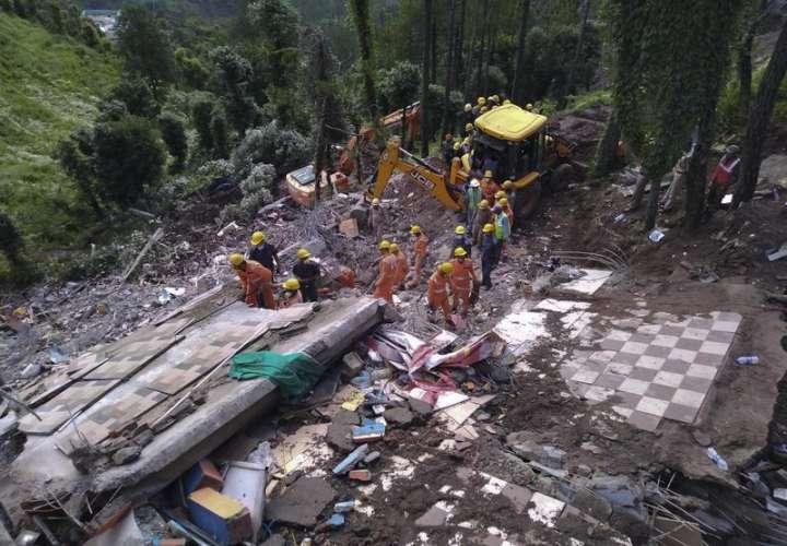 Doce muertos en India tras derrumbarse un edificio