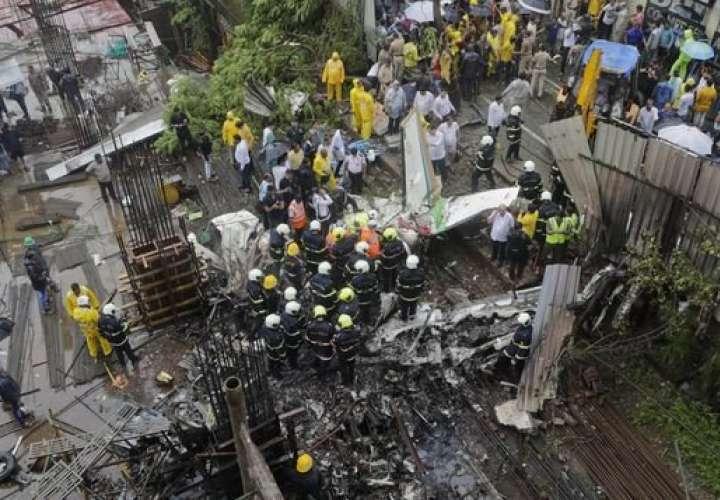 Se desploma avioneta: 6 muertos