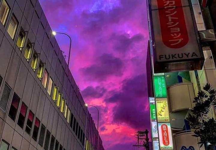El cielo se pone rosa en Japón antes de la llegada del tifón Hagibis