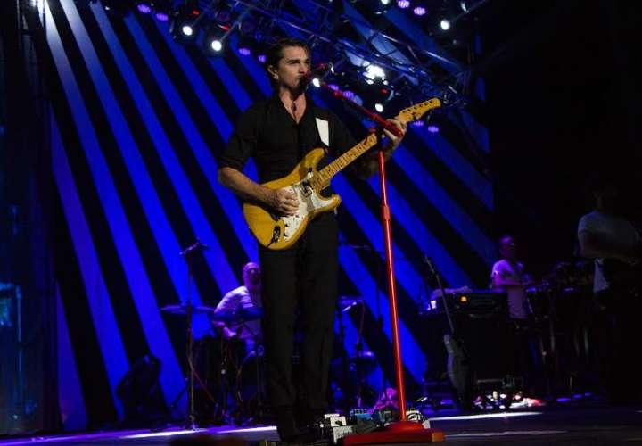 Juanes encandila al público de Starlite con su fusión de pop y rock latinos
