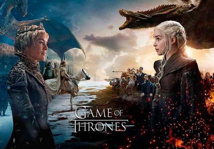 Dos de los personajes más emblemáticos de la serie de la HBO 'Juego de Tronos', Kit Harington en el papel de Jon Nieve y Peter Dinklage en el papel de Tyrion Lannister, durante el rodaje en la playa de Itzurun de Zumaia (Gipuzkoa). EFE/Javier Etxezarreta/