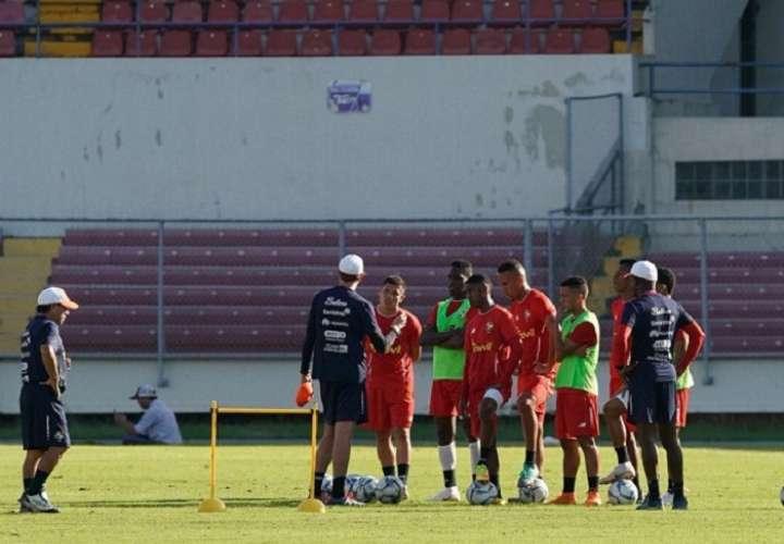 Jugadores durante el segundo día de entrenamiento. Foto: Fepafut