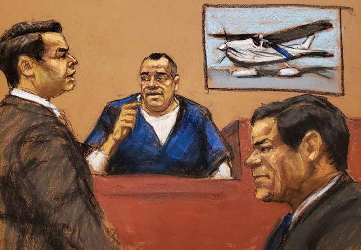 Reproducción fotográfica de dibujo donde aparece el fiscal Anthony Nardozi (i) mientras interroga a Isaías Valdez Ríos (c) frente al narcotraficante Joaquín