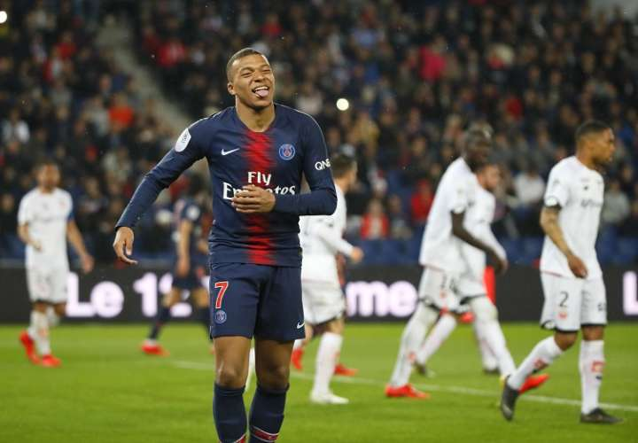 Ante los rumores de que podrían significar un deseo de abandonar las ribera del Sena, el club reaccionó con ese comunicado. Foto: AP