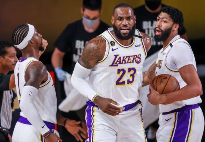 Los Lakers se impusieron fácilmente a los Houston Rockets. Foto: EFE
