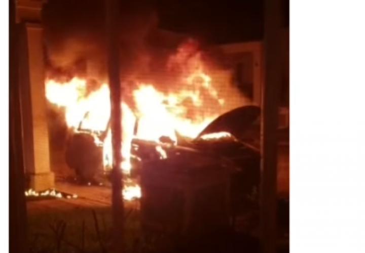 Las llamas acaban con un auto en Arraiján