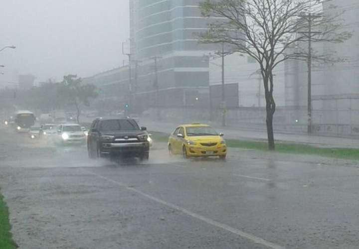Pronostican lluvias con tormentas para sector occidental del país por 72 horas