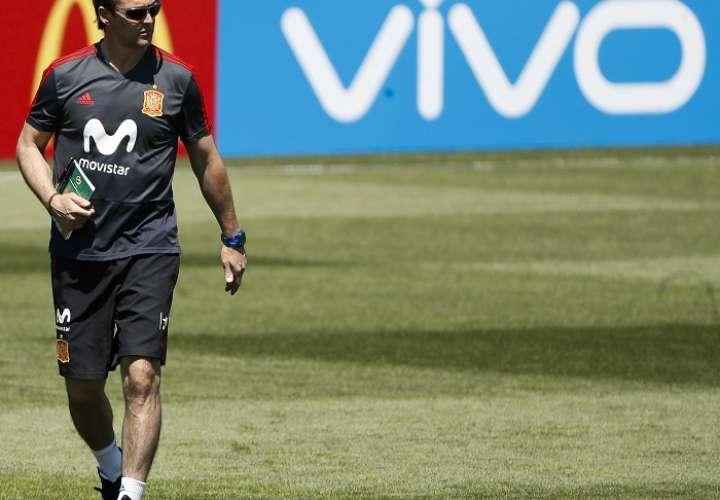 El seleccionador de España Julen Lopetegui dirige un entrenamiento./EFE