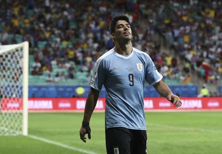 Luis Suárez se lamenta tras ser eliminados de la Copa América. Foto: AP