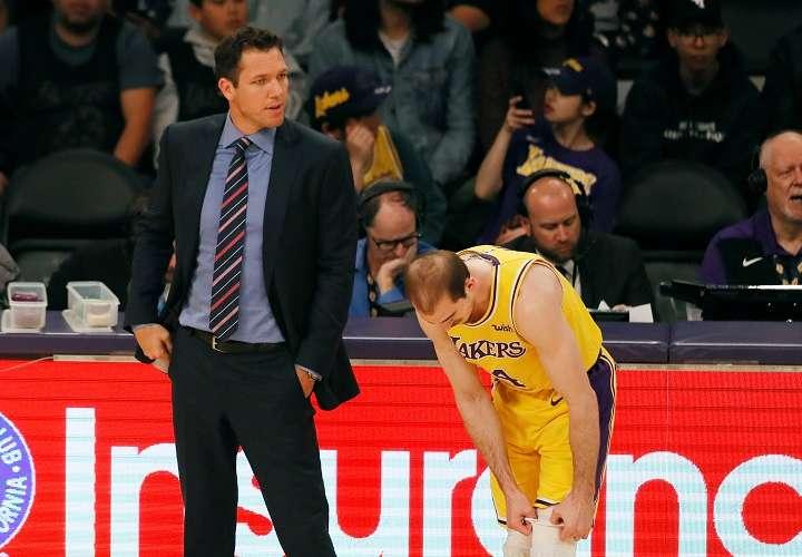 Walton fue despedido por los Lakers este mes y contratado por los Kings. Foto: AP