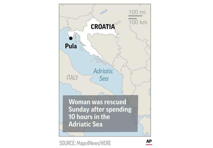 Un barco de rescate croata la encontró nadando el domingo por la mañana no muy lejos de donde se cree que cayó. AP