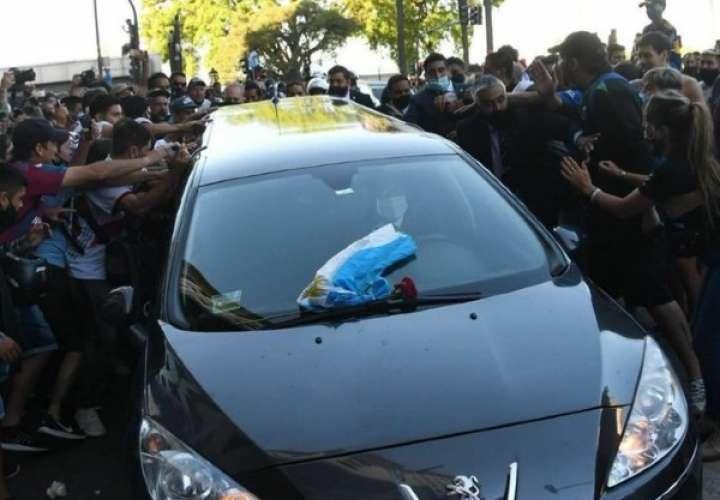 Se inicia el traslado de los restos de Maradona hacia el cementerio