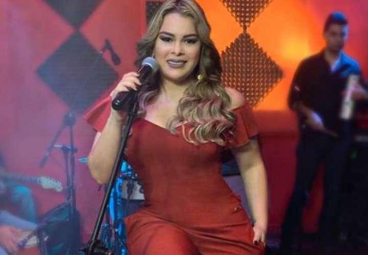 Margarita vuelve al estudio de grabación, ella no quiere dejar de cantar