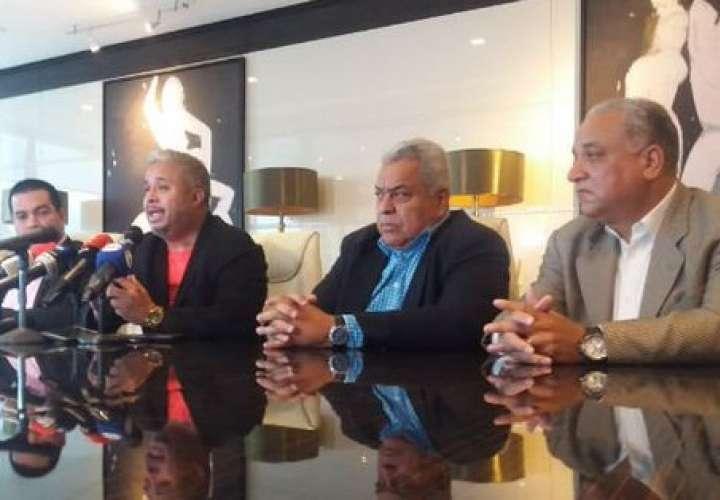 El anunció lo realizó a defensa del exmandatario en conferencia de prensa.