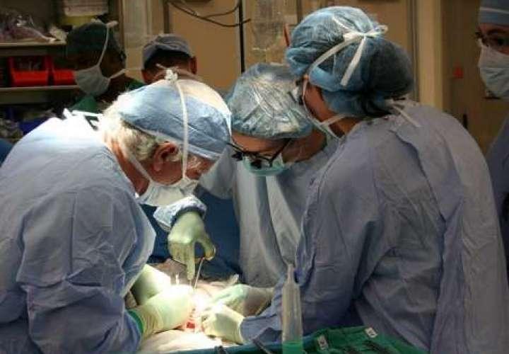 Ministro descarta contratación de médicos extranjeros
