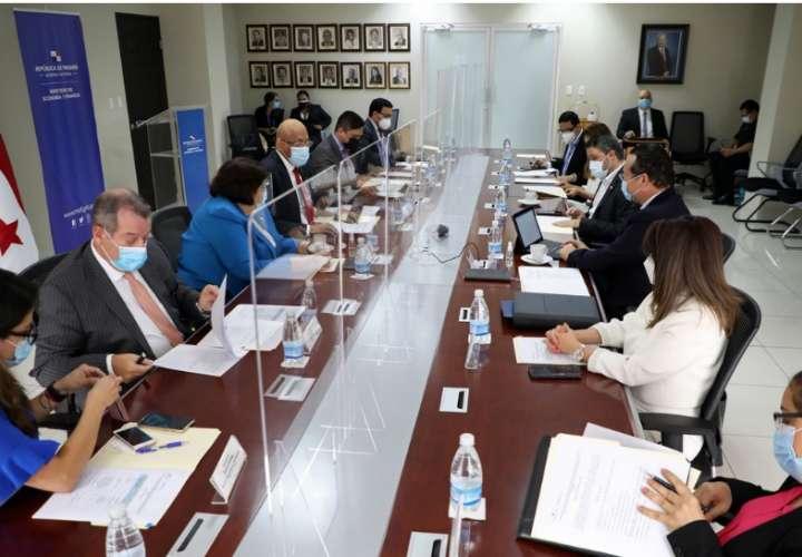 Panamá lucha por salir de listas discriminatorias