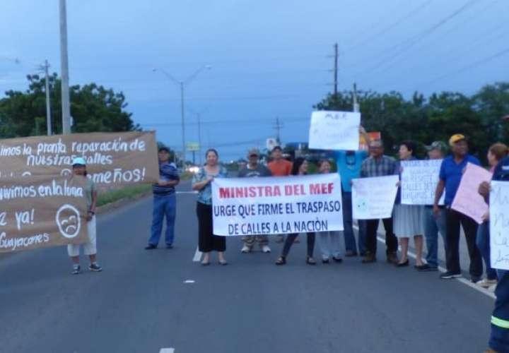 Alzan su voz de protesta por mal estado de las calles