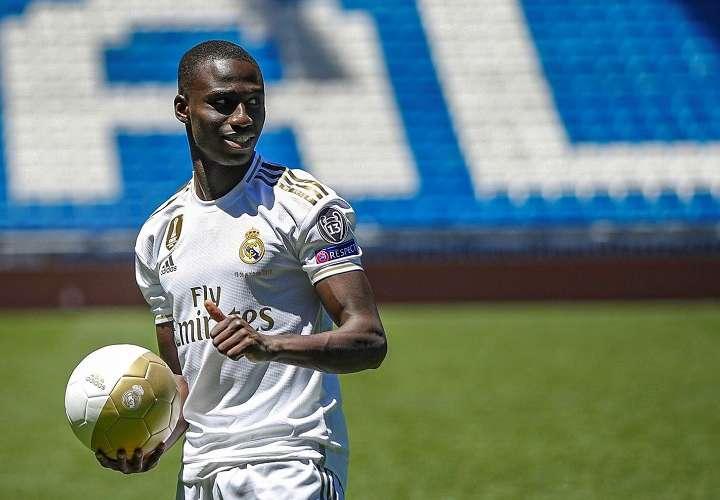 Mendy: 'Estoy muy contento de jugar para el mejor club'