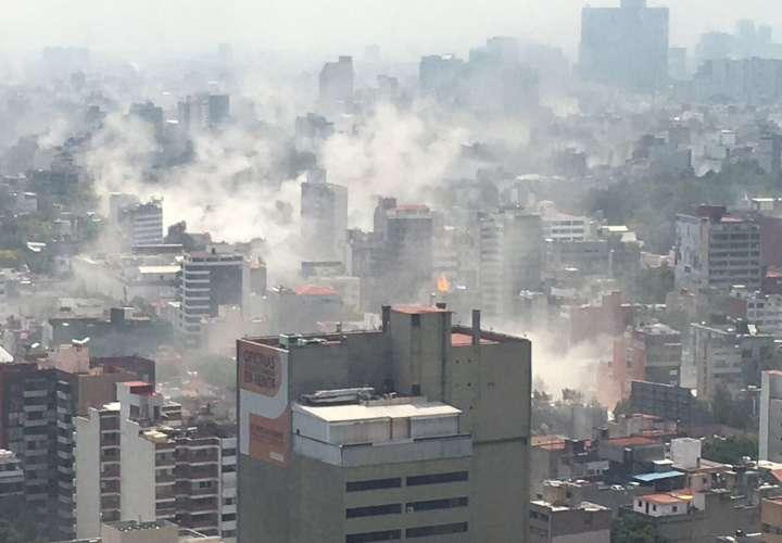 Vista general de una zona de Ciudad de México hoy, martes 19 de septiembre de 2017, tras un sismo de magnitud 7,1 en la escala abierta de Richter que sacudió hoy fuertemente la capital mexicana. /  Foto: EFE - Edgar Cabalceta