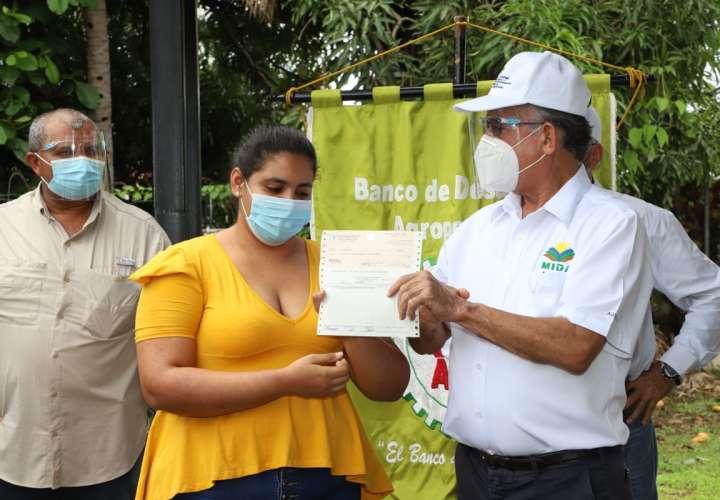 Intensifican entrega de préstamos a productores de Coclé y Los Santos