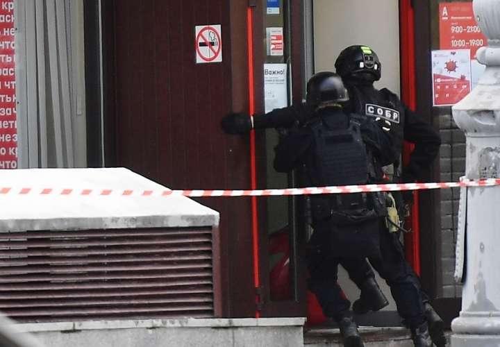 Detenido un hombre que se atrincheró en un banco de Moscú y amenazó con bomba