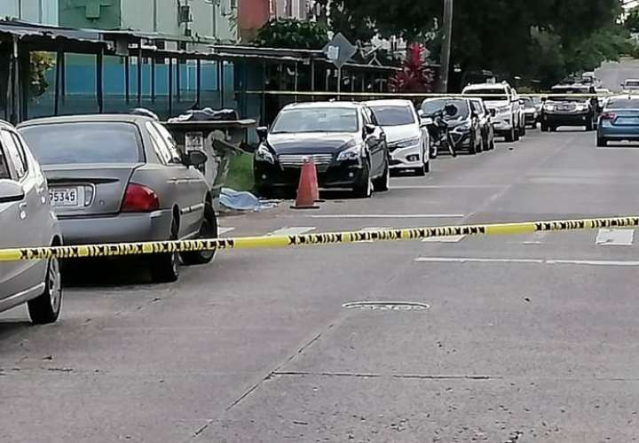 El ataque armado también dejó dos personas heridas.