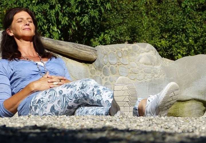 Vinculan sudores por menopausia durante el sueño con disfunción cognoscitiva