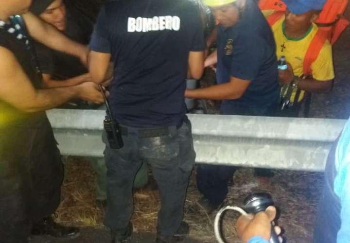 Rescatan a cuatro personas en el Chorro La Silampa.