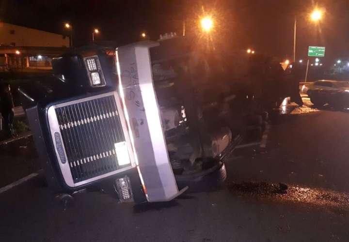 El equipo pesado terminó con serios daños materiales. Foto: Diómedes Sánchez