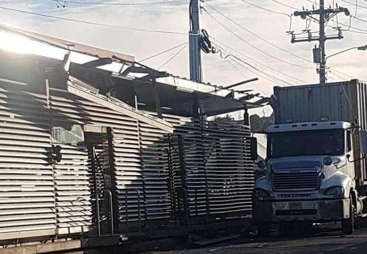 Mula se estrella contra zona paga en San Miguelito