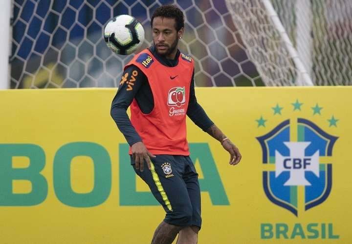 Tite rechaza juzgar a Neymar tras ser acusado de violación