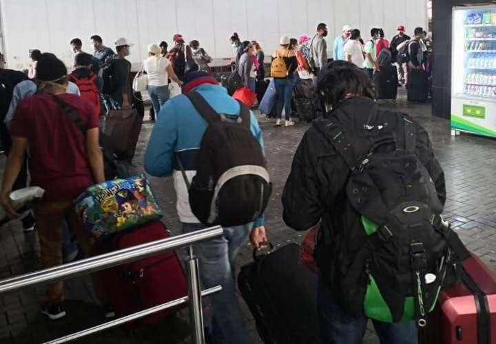Quinto grupo de nicaragüenses en Panamá retornan a su país y quedan 422
