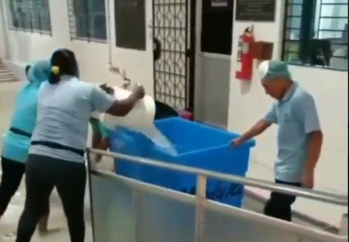 [Video] Llovió dentro de Hospital del Niño
