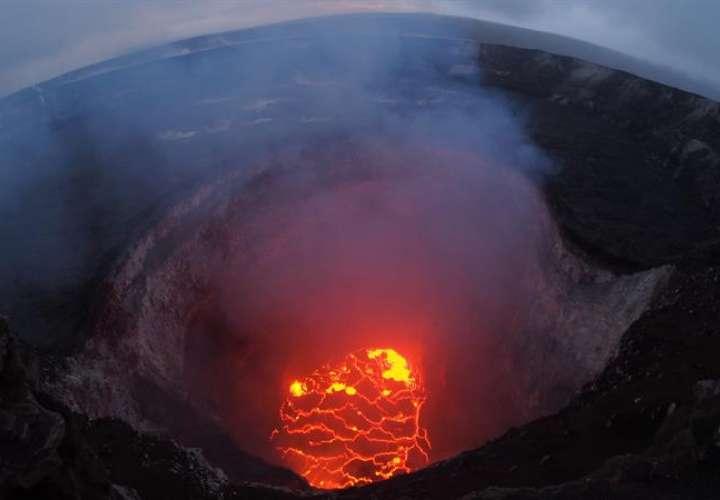 Imagen proporcionada por el Servicio Geológico de Estados Unidos (USGS, por sus siglas en inglés), que muestra el norte del cráter del volcán hawaiano Kilauea, en Pahoa, Hawái (Estados Unidos). EFE
