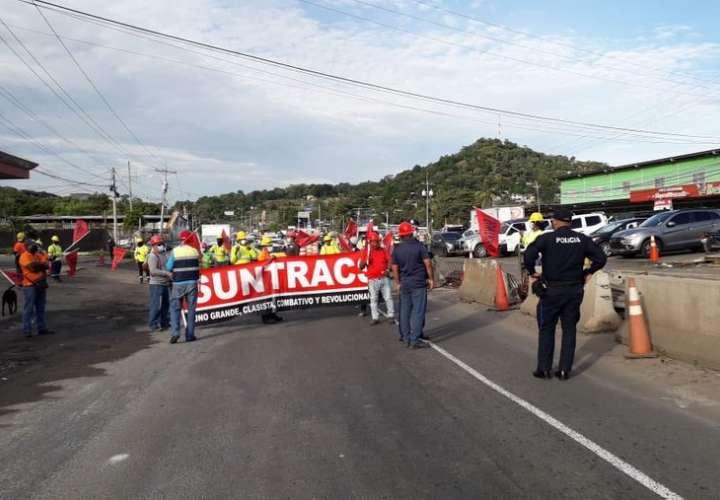 Obreros del Suntracs están en las calles por empleos y salarios dignos
