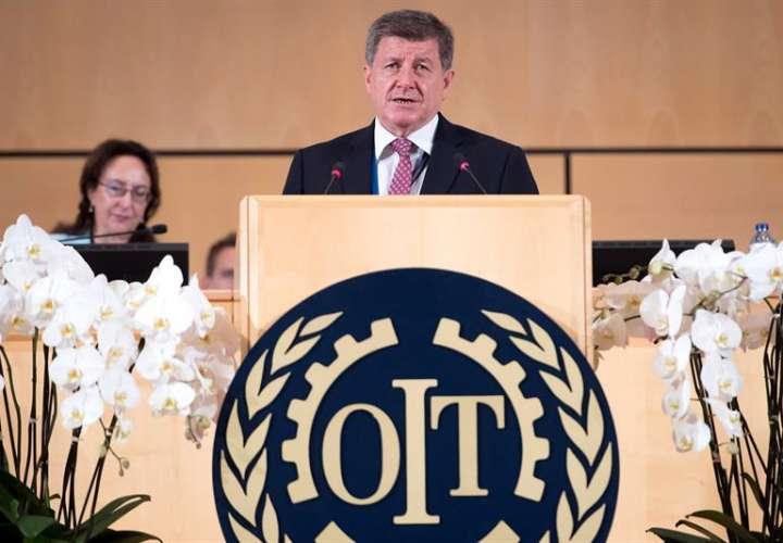 El director de la Organización Internacional del Trabajo (OIT), Guy Ryder, pronuncia su discurso durante la apertura de la conferencia anual de la OIT, que coincide con el centenario de su fundación, este lunes, en Ginebra, Suiza. EFE