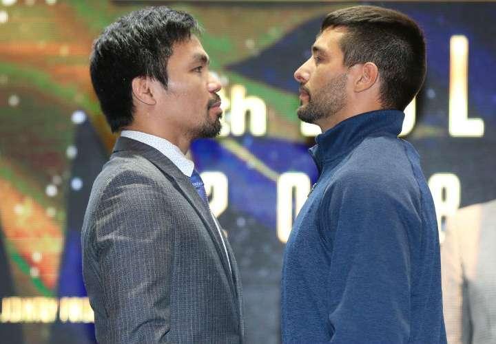 Manny Pacquiao (izq.) y Lucas Mattysse.